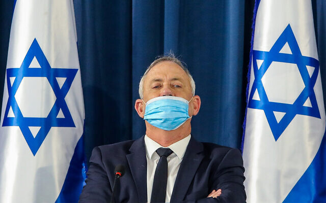 Defense Minister Benny Gantz at a weekly cabinet meeting in Jerusalem, on June 7, 2020. (Marc Israel Sellem/Pool)