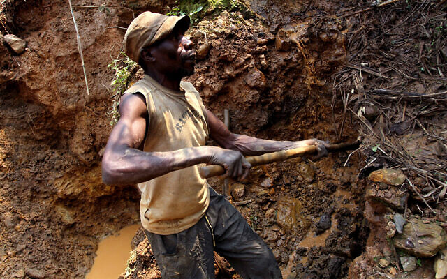 Illustrative: A miner digs out soil which will later be filtered for traces of cassiterite, the major ore of tin, at Nyabibwe mine, in eastern Congo, August 17, 2012. (AP/Marc Hofer)
