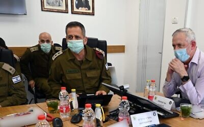 Defense Minister Benny Gantz, right, meets with IDF Chief of Staff Aviv Kohavi, center, and Northern Command chief Amir Baram in northern Israel on June 2, 2020. (Ariel Hermoni/Defense Ministry)