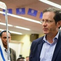 Chairman of the Jewish Agency Isaac Herzog welcomes members of the Ethiopian community on February 4, 2019. (Tomer Neuberg/Flash90)
