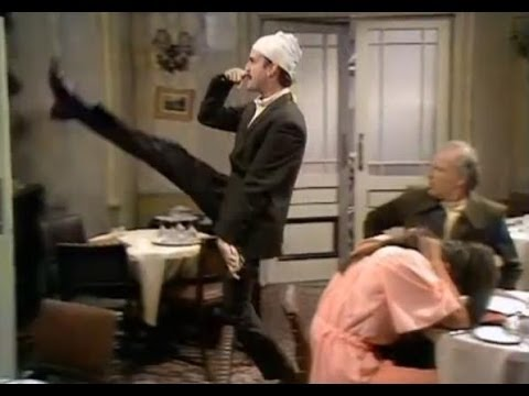 UKTV removes 'don't mention the war' episode of Fawlty Towers