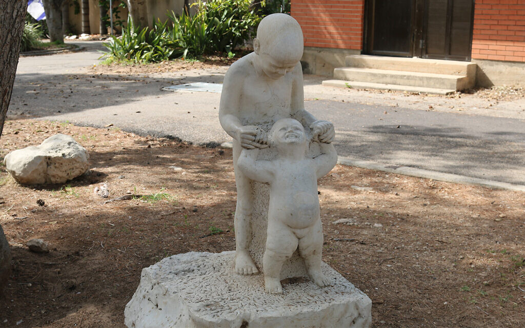 A sculpture by Avraham Portugali in Kibbutz Ma'agan Michael, near Haifa. (Shmuel Bar-Am)