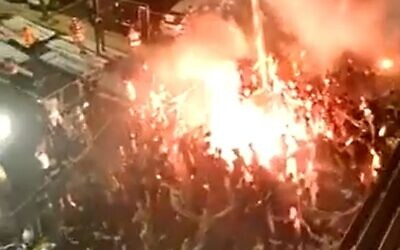 Maccabi Tel Aviv soccer fans celebrate team's victory along with players, June 3, 2020 (Screen grab/Walla)
