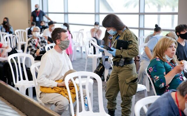New immigrants arrive at Ben Gurion Airport, June 9, 2020 (Courtesy Nefesh B'Nefesh/Yonit Schiller)