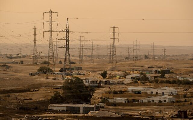The unrecognized villages around Ramat Hovav in southern Israel suffer from a high level of air pollution from nearby chemical evaporation ponds, December 28, 2017 (Yaniv Nadav/FLASH90)