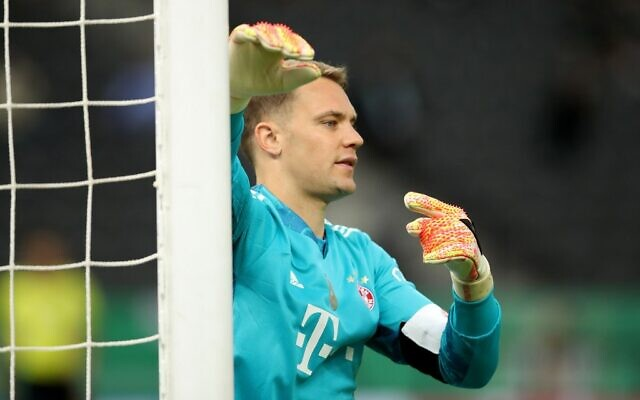 Bayern Munich's German goalkeeper Manuel Neuer during the German Cup soccer final against Bayer 04 Leverkusen at the Olympic Stadium in Berlin on July 4, 2020. (Photo by Alexander Hassenstein / POOL / AFP)