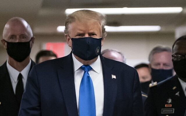 US President Donald Trump wears a mask as he visits Walter Reed National Military Medical Center in Bethesda, Maryland' on July 11, 2020. (ALEX EDELMAN / AFP)