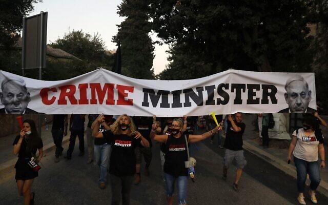 Israelis protest against Prime Minister Benjamin Netanyahu near his official residence in Jerusalem on July 21, 2020. (Ahmad Gharabli/AFP)