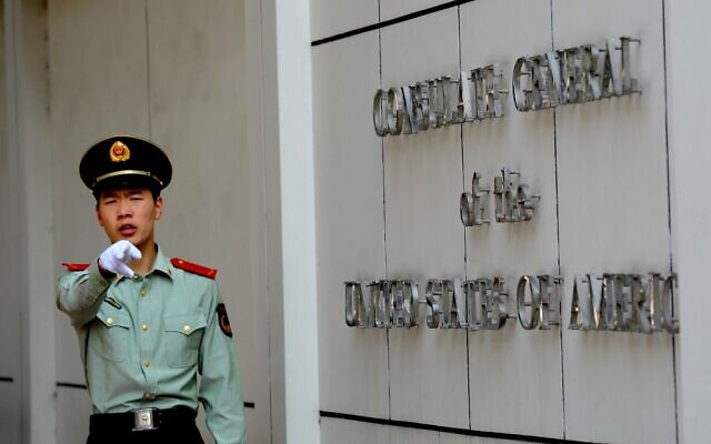 This file photo taken on September 18, 2012 shows a Chinese paramilitary policeman gesturing to photographers at the entrance to the US consulate in Chengdu, southwest China's Sichuan province (GOH Chai Hin / AFP)
