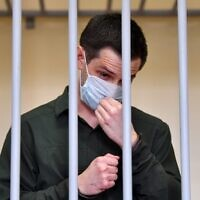 US ex-marine Trevor Reed, charged with attacking police, stands inside a defendants' cage during his verdict hearing at Moscow's Golovinsky district court on July 30, 2020. (Dimitar DILKOFF / AFP)