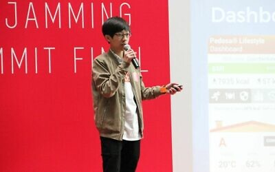 Jordan Fung speaks at the 2017 AppJamming summit. (Courtesy)