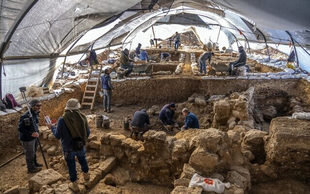 An Israel Antiquities Authority excavation on the slopes of the Jerusalem neighborhood of Arnona uncovered an administrative complex from 2,7000 years ago. (Yaniv Berman, Israel Antiquities Authority)