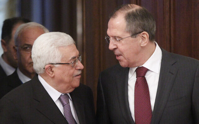 Russian Foreign Minister Sergey Lavrov, right, welcomes Palestinian Authority President Mahmud Abbas in Moscow, on January 20, 2012. (AP Photo/ Mikhail Metzel)