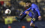 Maccabi Tel Aviv's Dor Micha controls the ball during a Europa League soccer match against Villarreal at the Ceramica stadium in Villarreal, Spain, December 7, 2017. (AP Photo/Alberto Saiz)