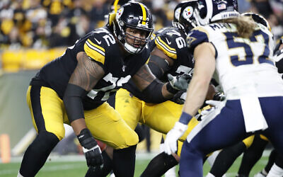 Pittsburgh Steelers offensive tackle Zach Banner (72) blocks during the first half of an NFL football game against the Los Angeles Rams in Pittsburgh, November 10, 2019. (AP Photo/Don Wright)