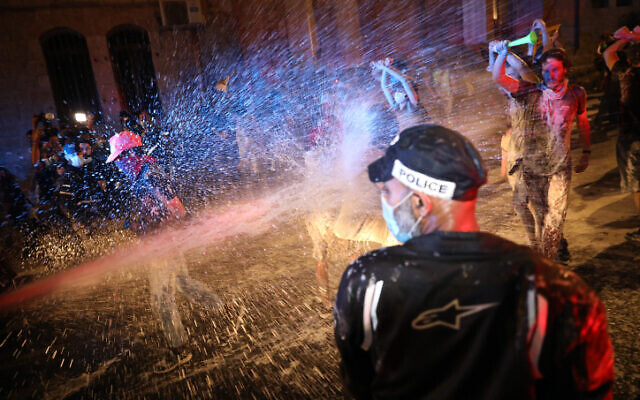 Police use water cannons on demonstrators against Prime Minister Benjamin Netanyahu in Jerusalem, on July 18, 2020 (Olivier Fitoussi/Flash90)