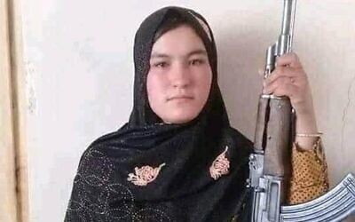 Afghan teenager Qamar Gul, who killed two Taliban fighters after they broke into her home and killed her parents. (Twitter)
