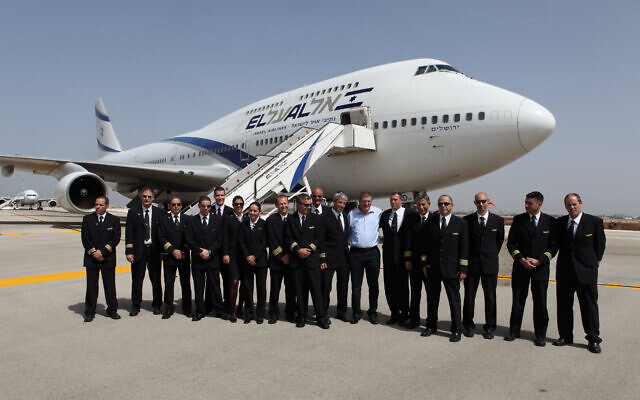 FILE — Israeli pilots of the El Al national airline, at the airport, on April 20, 2010. (Yaakov Naumi/Flash90)