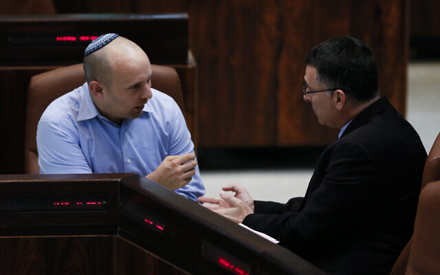 Gideon Sa'ar (R) and Naftali Bennett seen during an assembly session in the plenum hall at the Knesset on February 24, 2014 (Miriam Alster/Flash90)