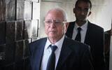 Attorney Yossi Segev arrives at the Tel Aviv District court to represent crime boss Rico Shirazi, on June 19, 2017 (Flash90)