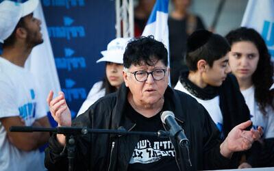 South Tel Aviv resident and activist Sheffi Paz speaks during a visit of Ayelet Shaked in south Tel Aviv on April 2, 2019. (Roy Alima/Flash90)