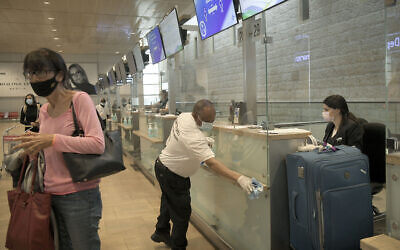 Passengers seen at the check-in counters at Ben Gurion Airport near Tel Aviv on May 14, 2020. (Flash90)