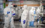 Sheba Medical Center staff at the coronavirus isolation ward in Ramat Gan, June 30, 2020 (Yossi Zeliger/Flash90)