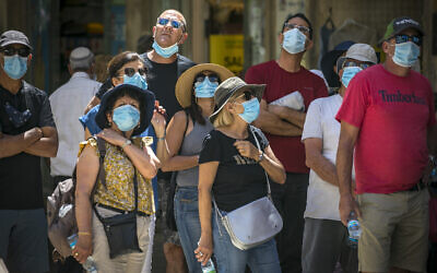 A group of people wearing face masks tour Jerusalem on July 3, 2020. (Olivier Fitoussi/Flash90)