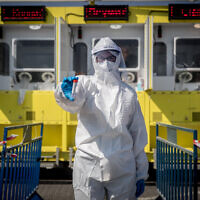 Magen David Adom medical workers perform COVID-19 tests at a mobile testing station for COVID-19, in Jerusalem, July 5, 2020 (Yonatan Sindel/Flash90)
