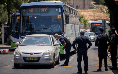 Police put up roadblocks in the ultra-Orthodox Jewish settlement of Beitar Illit, on July 8, 2020 (Yonatan Sindel/Flash90)