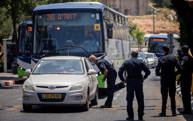 Police put up roadblocks in the ultra orthodox Jewish settlement of Beitar Illit, July 8, 2020 (Yonatan Sindel/Flash90)