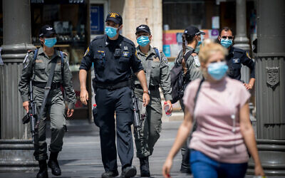 Israel Police officers enforce the emergency regulations on Jaffa Street in downtown Jerusalem on July 9, 2020. (Yonatan Sindel/Flash90)