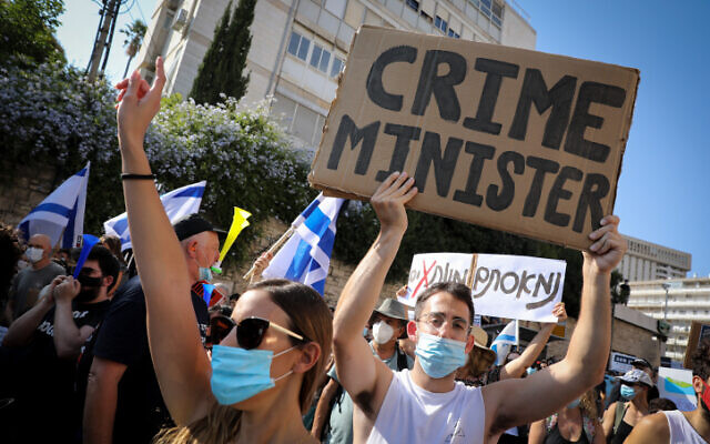 Protesters at a rally against Prime Minister Benjamin Netanyahu outside his official residence in Jerusalem, July 10, 2020 (Olivier Fitoussi/FLASH90)
