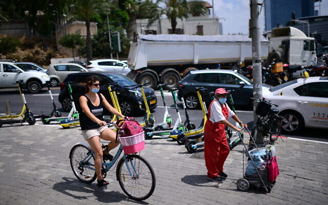 People in downtown Tel Aviv on July 13, 2020. (Tomer Neuberg/Flash90)