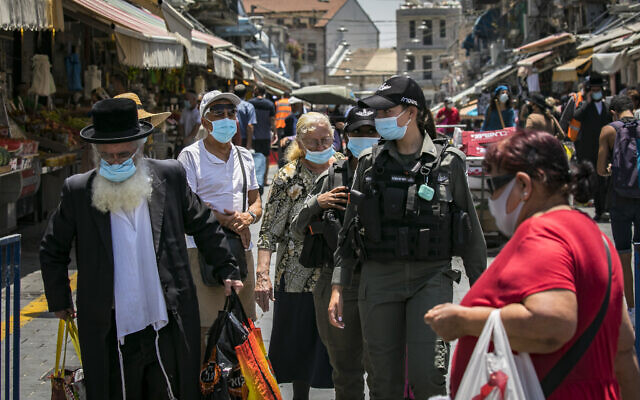 People wearing face masks market in Jerusalem, on July 14, 2020. (Olivier Fitoussi/Flash90)