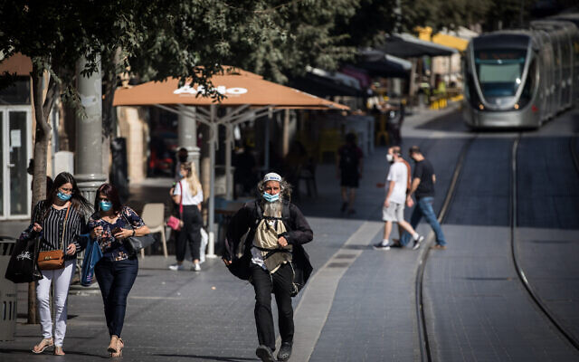 People wearing face masks on Jaffa Street in downtown Jerusalem on July 14, 2020. ( Yonatan Sindel/Flash90)