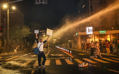 Police use water cannons on demonstrators during a protest against Prime Minister Benjamin Netanyahu outside Netanyahu's residence in Jerusalem, July 14, 2020. (Yonatan sindel/FLASH90)