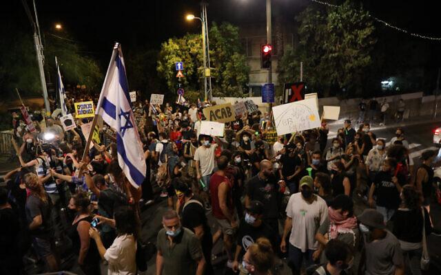 Demonstrators protest against Prime Minister Benjamin Netanyahu outside his residence in Jerusalem on July 18, 2020 (Olivier Fitoussi/Flash90)