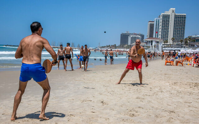Israelis enjoy the beach in Tel Aviv on July 18, 2020 (Yossi Aloni/Flash90)