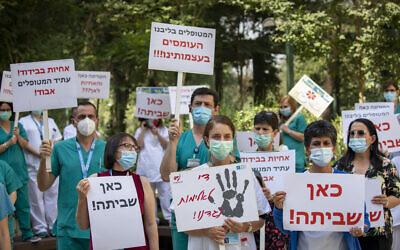 Nurses from Hadassah Medical Center protest in Jerusalem on July 20, 2020. (Olivier Fitoussi/Flash90)