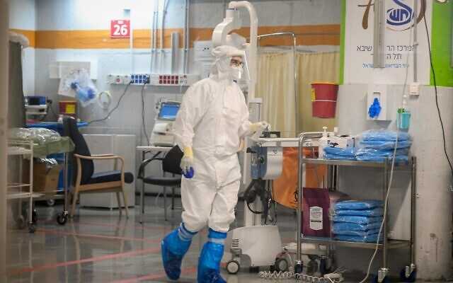 Medical staff in the coronavirus isolation ward of Sheba Medical Center unit, in Ramat Gan, July 20, 2020. (Yossi Zeliger/Flash90)