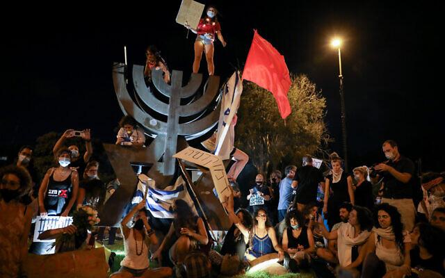 Thousands of demonstrators protest against Prime Minister Benjamin Netanyahu outside the Knesset in Jerusalem on July 21, 2020. (Olivier Fitoussi/Flash90 )