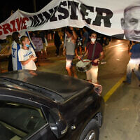 Israelis protest against Prime Minister Benjamin Netanyahu near his home in the northern coastal town of Caesarea, July 25, 2020. (Meir Vaknin/Flash90)