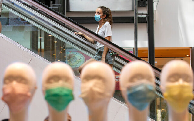 A woman shops at the Malha Mall in Jerusalem in Jerusalem on July 29, 2020. (Olivier Fitoussi/Flash90)