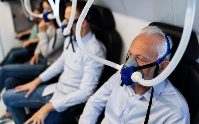 People inside a hyperbaric chamber like those used by Israeli researchers for their study on aging (Shutterstock)
