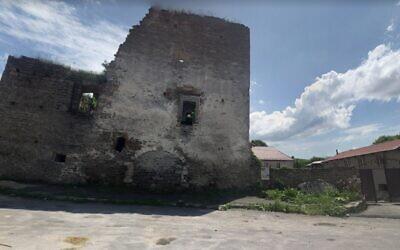 The city gate to Sataniv, Ukraine (via Google street view)