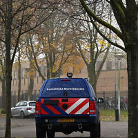 A car belonging to the Dutch security forces guards the Maimonides and Rosj Pina Jewish schools in Amsterdam, November 25, 2019. (Cnaan Liphshiz)