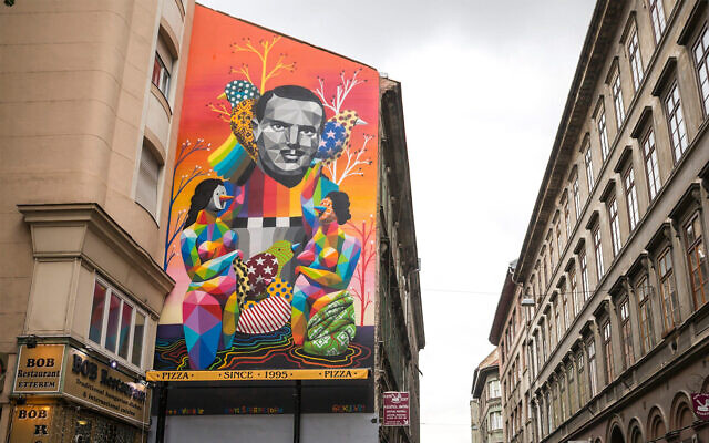 A mural painting paying tribute to late Spanish diplomat Angel Sanz Briz who in Budapest, Hungary, Oct. 13, 2016. (Balazs Mohai/MTI via AP)
