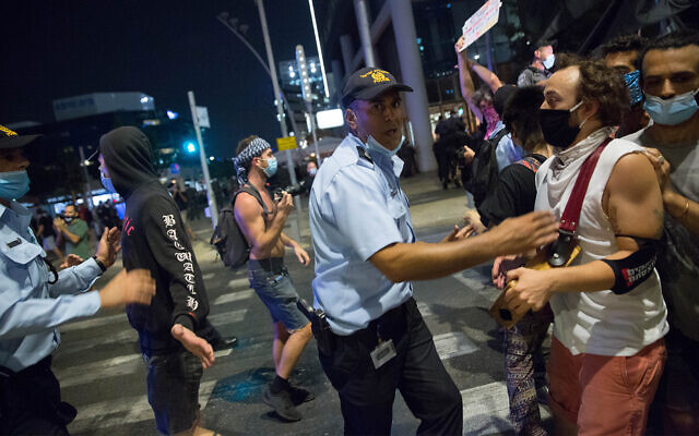 Israelis and police at an anti-government protest in Tel Aviv, on July 28, 2020. (Miriam Alster/Flash90)