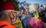 Israelis protest against Prime Minister Benjamin Netanyahu outside his official residence in Jerusalem on July 31, 2020. (Yonatan Sindel/Flash90)